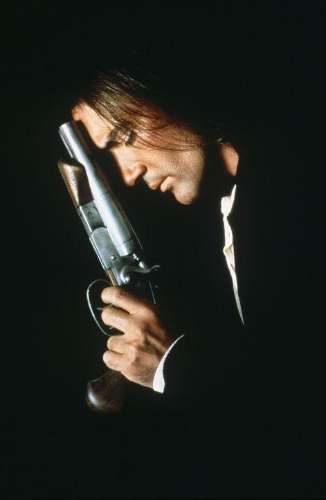Nichts kann ihn aufhalten - und jeder, der sich ihm in den Weg stellt, endet blutend im Straßenstaub: El Mariachi (Antonio Banderas) - Bildquelle: Columbia Pictures