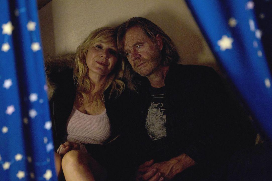 Ihr ganzes Leben dreht sich jetzt nur um Frank (William H. Macy, r.). Selbst aus dem Bett aufstehen kann die schwer depressive Monica (Chloe Webb, l... - Bildquelle: 2010 Warner Brothers