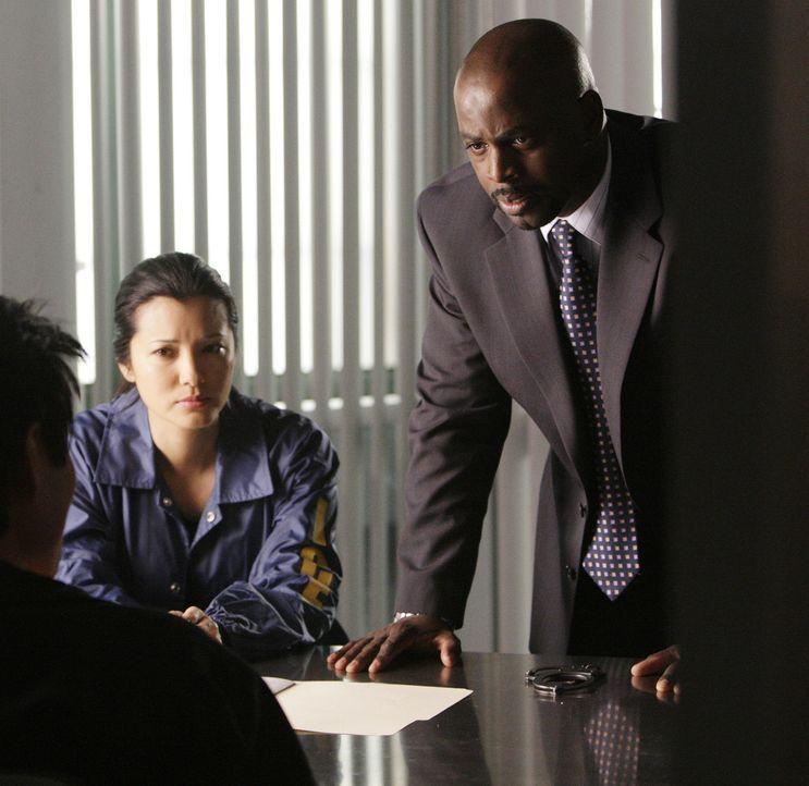 Arbeiten an einem neuen Fall: David Sinclair (Alimi Ballard, r.) und Alice Kim (Kelly Hu, l.) ... - Bildquelle: Paramount Network Television