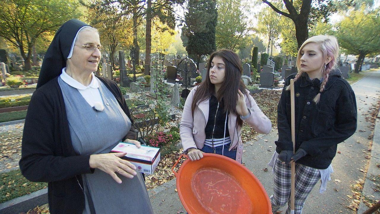 Gabriela (2.v.r.); Maria (r.) - Bildquelle: kabel eins