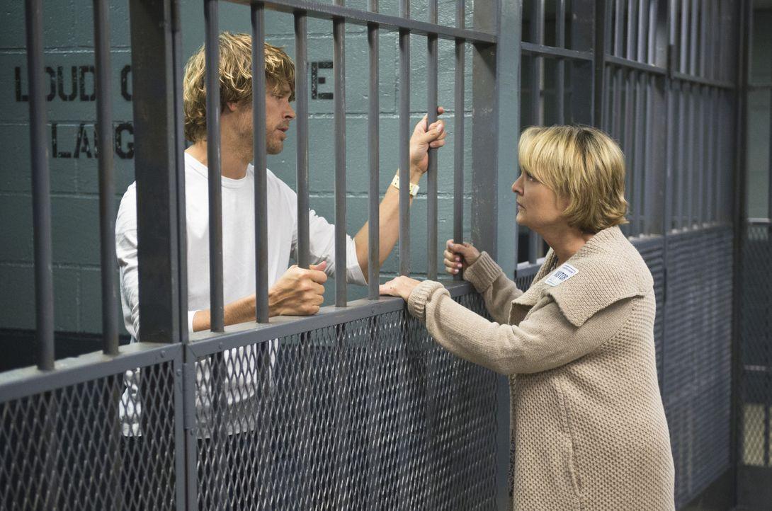 Deeks (Eric Christian Olsen, l.) Mutter Roberta (Pamela Reed, r.) kann nicht fassen, dass ihr Sohn unter Mordverdacht steht. Sie hofft, dass seine K... - Bildquelle: Neil Jacobs 2015 CBS Broadcasting, Inc. All Rights Reserved.
