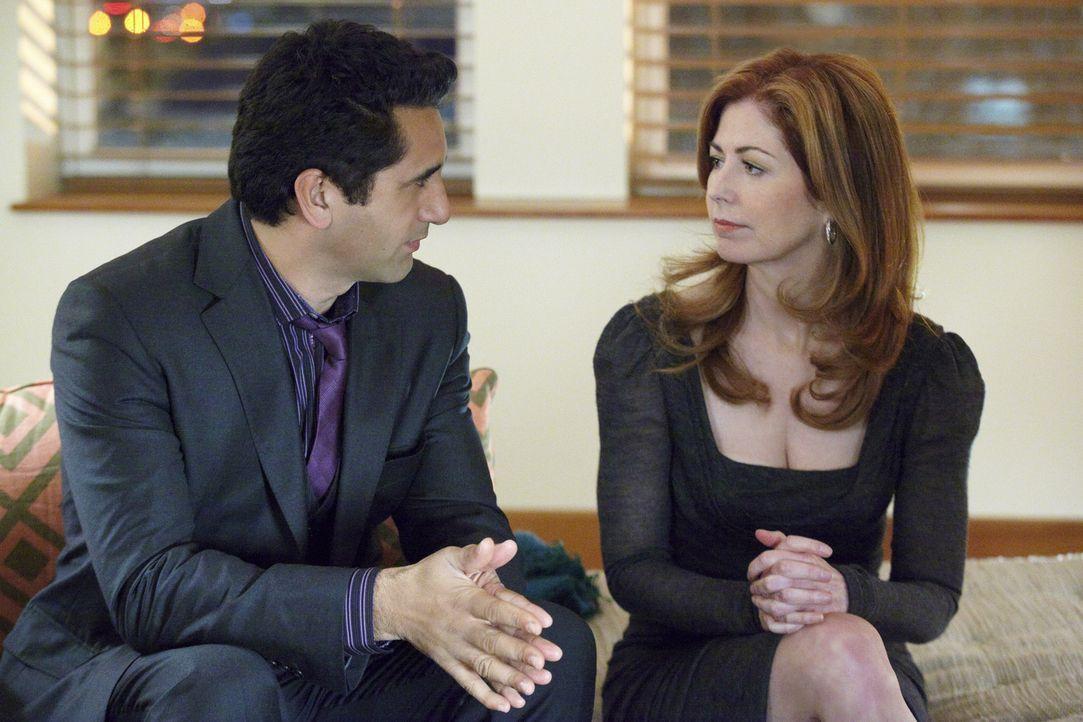 Verbringen einen schönen Abend miteinander: Derek (Cliff Curtis, l.) und Megan (Dana Delany, r.) - Bildquelle: 2010 American Broadcasting Companies, Inc. All rights reserved.
