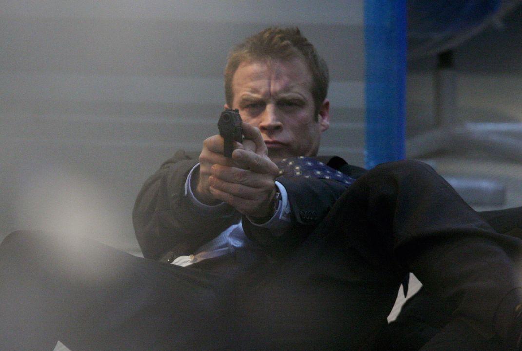Die Strategie von Bodyguard Christopher Chance (Mark Valley) ist: Sich in das Leben der Klienten integrieren - die Bedrohung enttarnen - die Bedrohu... - Bildquelle: Warner Bros.
