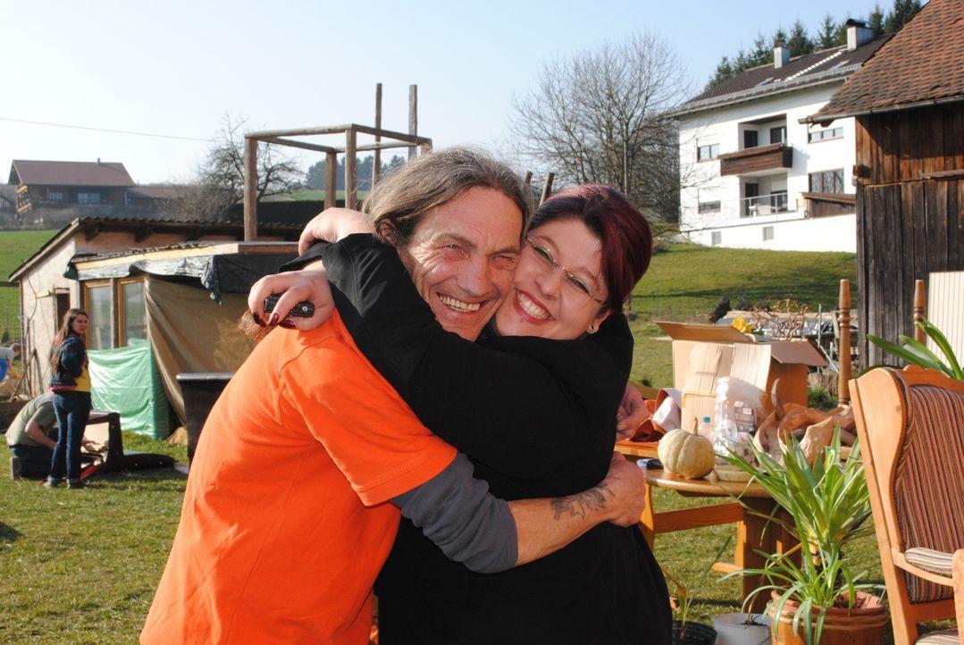 Stehen Sabine in ihrer schweren Zeit zur Seite: Gerhard (l.) und Steffi (r.) ... - Bildquelle: kabel eins