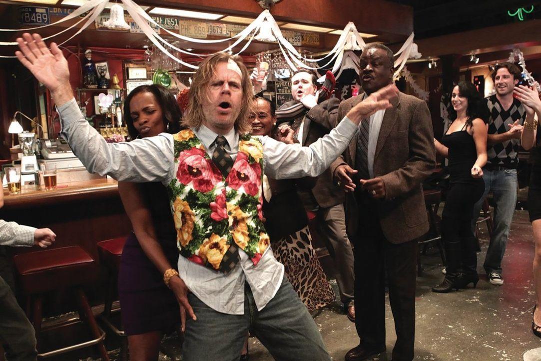 Natürlich taucht auch Frank (William H. Macy) auf, wenn es irgendwo kostenlosen Alkohol gibt ... - Bildquelle: 2010 Warner Brothers