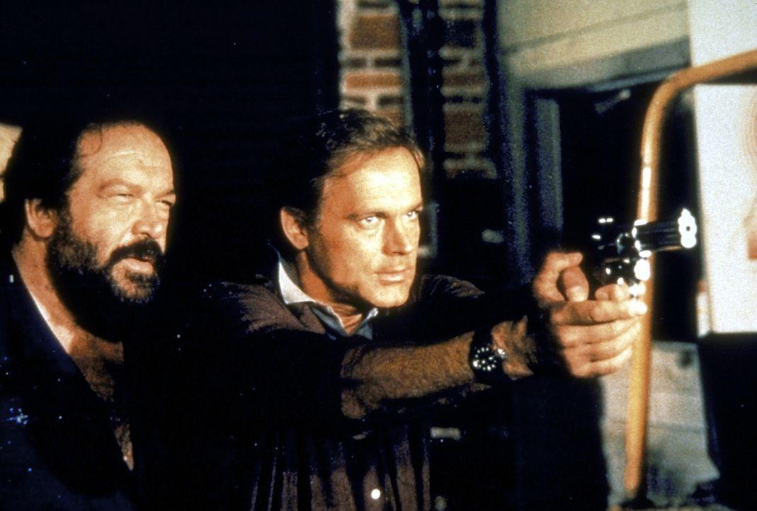 Auch nach der Suspendierung sind Steve (Bud Spencer, l.) und Doug (Terence Hill, r.) immer noch ein unschlagbares Team ...