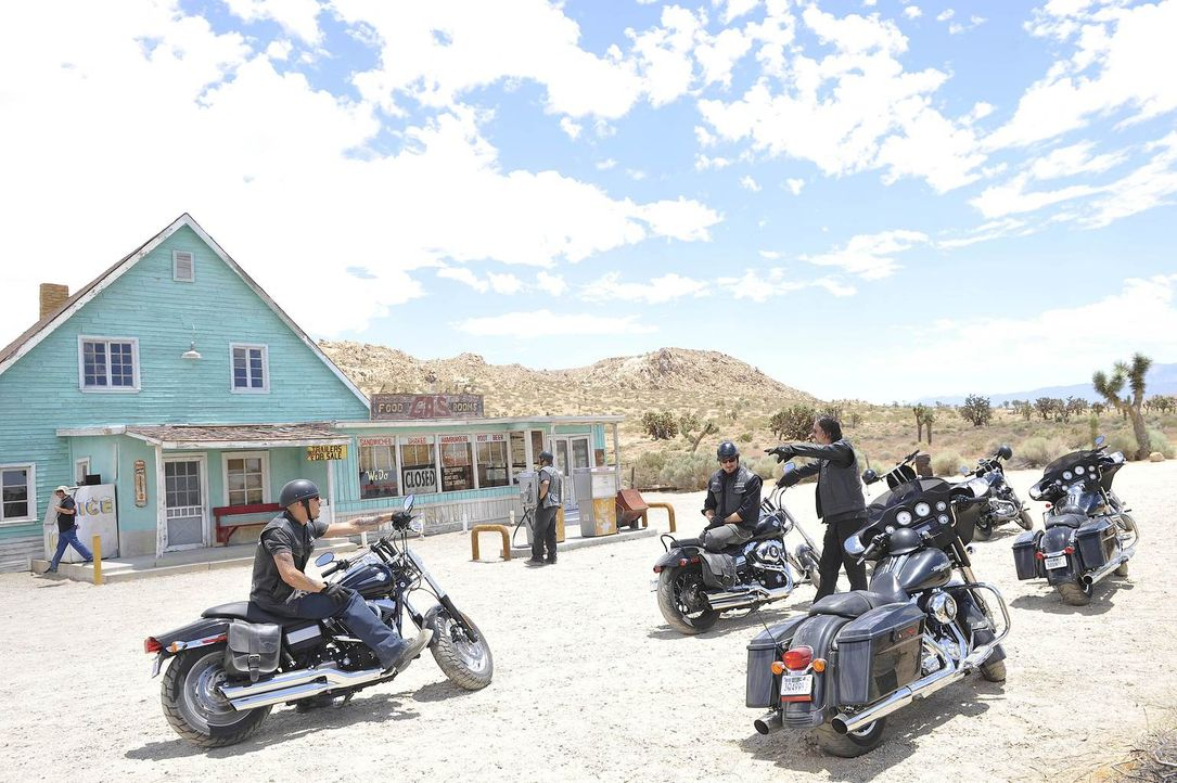 Als der Club in Arizona ankommt, machen die Sons of Anarchy aus Kalifornien eine erschreckende Entdeckung ... - Bildquelle: 2011 Twentieth Century Fox Film Corporation and Bluebush Productions, LLC. All rights reserved.