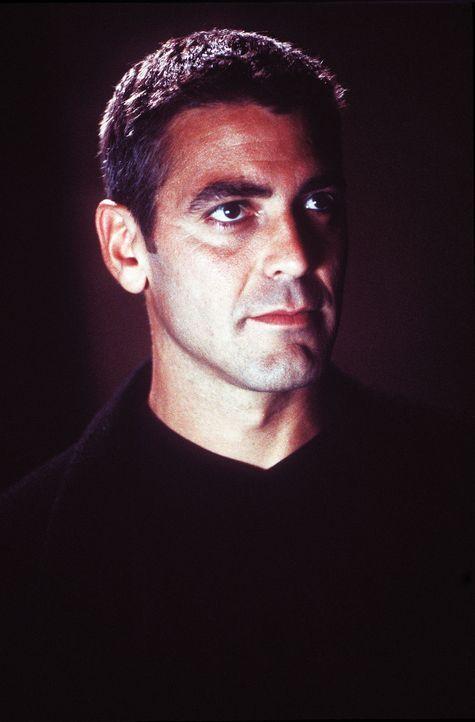 Maskiert als Batman macht sich Bruce Wayne (George Clooney) in Gotham City auf die Jagd nach Verbrechern. - Bildquelle: Warner Bros. Pictures