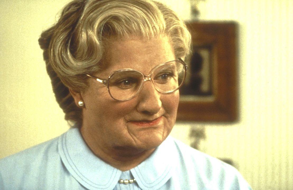 """Mit Hilfe """"geringfügiger"""" Korrekturen wird aus Daniel Hillard (Robin Williams) Mrs. Doubtfire ... - Bildquelle: 20th Century Fox"""