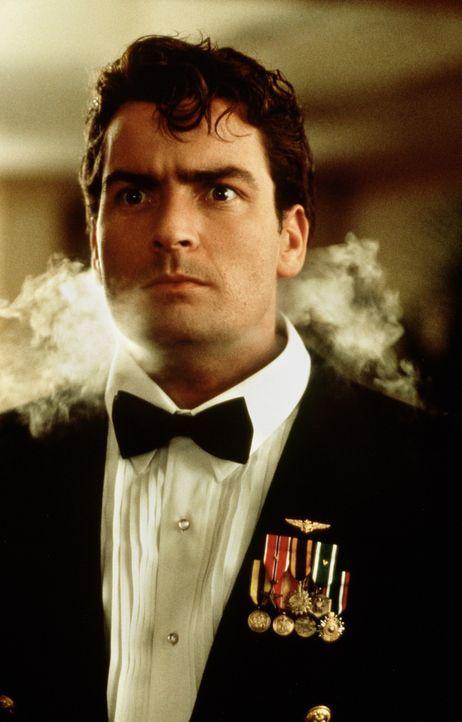 Im Golfkrieg versucht Topper Harley (Charlie Sheen), US-Soldaten aus Saddam Husseins Gefangenschaft zu befreien ... - Bildquelle: 20th Century Fox Film Corporation