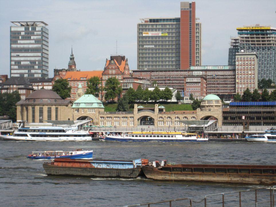 "Das berühmteste ""Männer-Café"" der Welt eröffnet in Hamburg, in den denkmalgeschützten Landungsbrücken ... - Bildquelle: kabel eins"