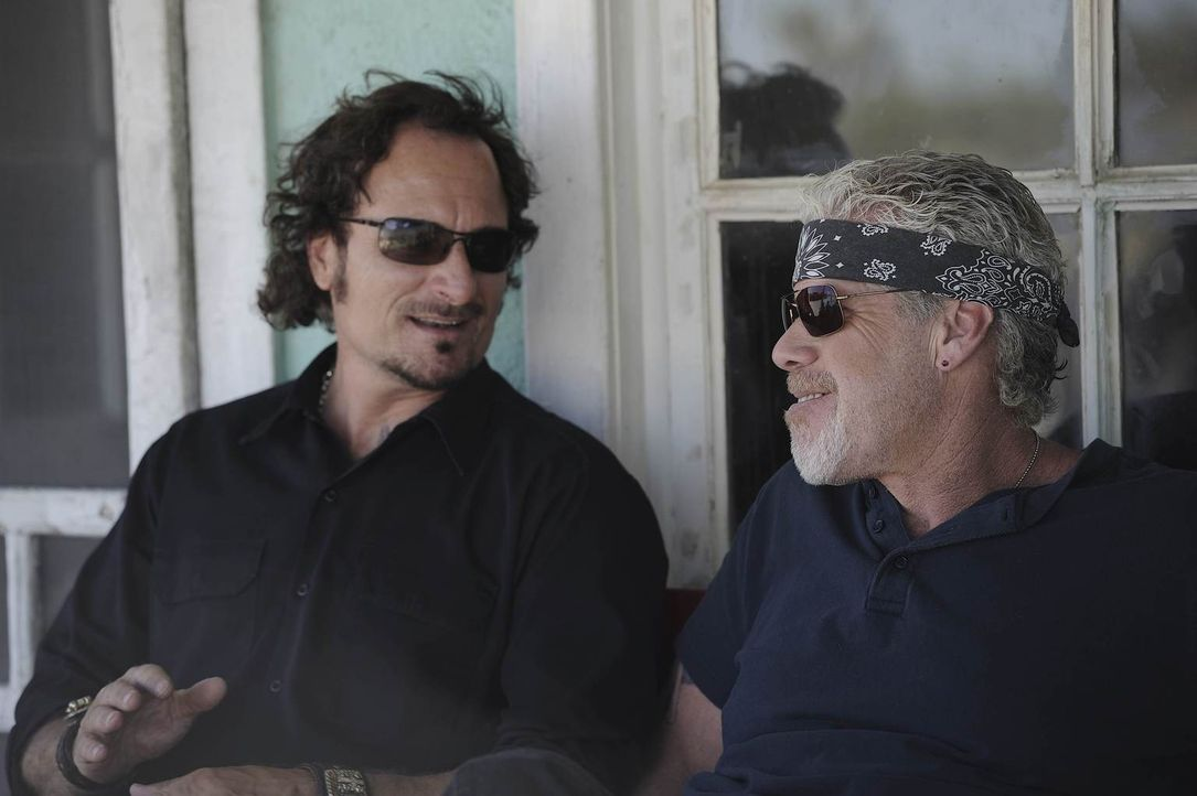 Können Tig (Kim Coates, l.) und Clay (Ron Perlman, r.) die SAMTAZ wieder auf den richtigen Weg führen? - Bildquelle: 2011 Twentieth Century Fox Film Corporation and Bluebush Productions, LLC. All rights reserved.