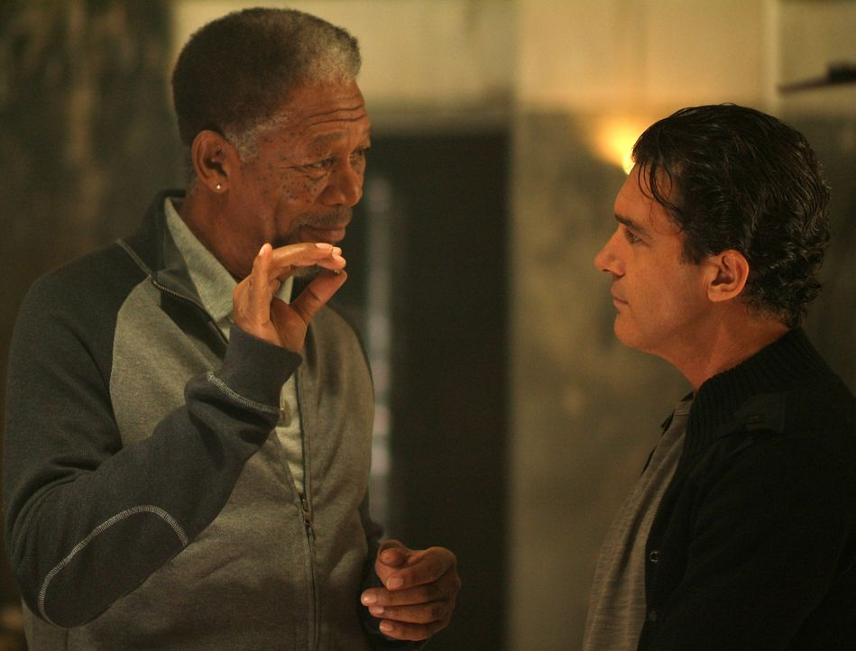 Kunstdieb Ripley (Morgan Freeman, l.) braucht für seinen Coup einen Partner: Um zwei Fabergé-Eier aus einem Hochsicherheitssafe zu holen, engagiert... - Bildquelle: Nu Image