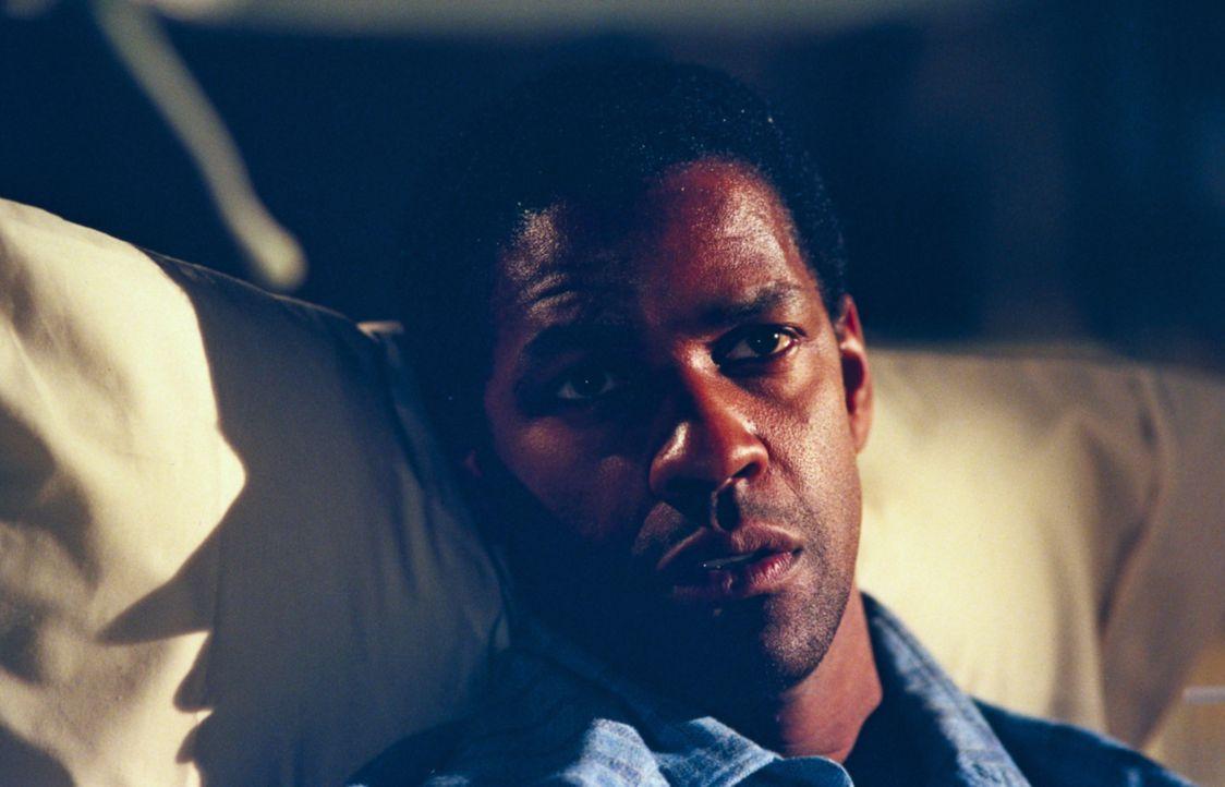 Noch vor kurzem war Lincoln Rhyme (Denzel Washington) bei der New Yorker Polizei der Experte für die Spurensicherung. Doch dann erleidet er im Diens... - Bildquelle: Universal Studios International B. V.