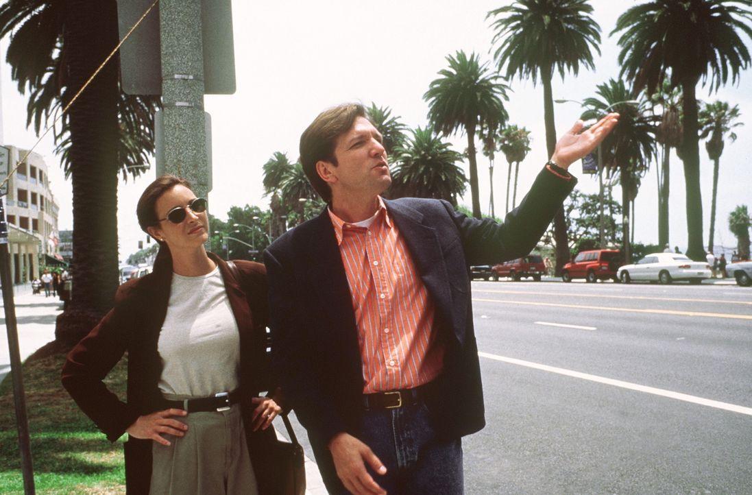 Die schüchterne Lucia (Lisa Kudrow, l.) verliert ihr Herz an Dedees Stiefbruder Bill (Martin Donovan, r.). Doch dieser ist homosexuell ... - Bildquelle: Columbia TriStar Films