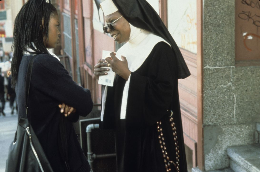 Rita Watson (Lauryn Hill, l.); Deloris (Whoopi Goldberg, r.) - Bildquelle: Touchstone Pictures & © Buena Vista Pictures. All Rights Reserved.