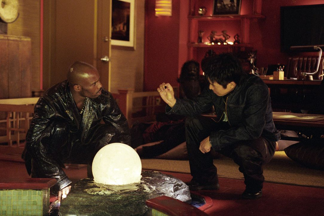 Erst spät erkennt Tony Fait (DMX, l.), dass er nur mit der Hilfe von Su (Jet Li, r.) eine Chance hat, jemals seine Tochter Vanessa wiederzusehen ... - Bildquelle: Warner Bros.