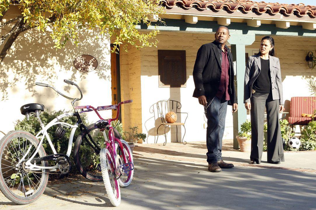 Nachdem Kenneth Richards vor einem Supermarkt tot und ohne Augen in seinem Wagen gefunden wurde, beginnen Sam (Forest Whitaker, l.) und Det. Vivian... - Bildquelle: ABC Studios