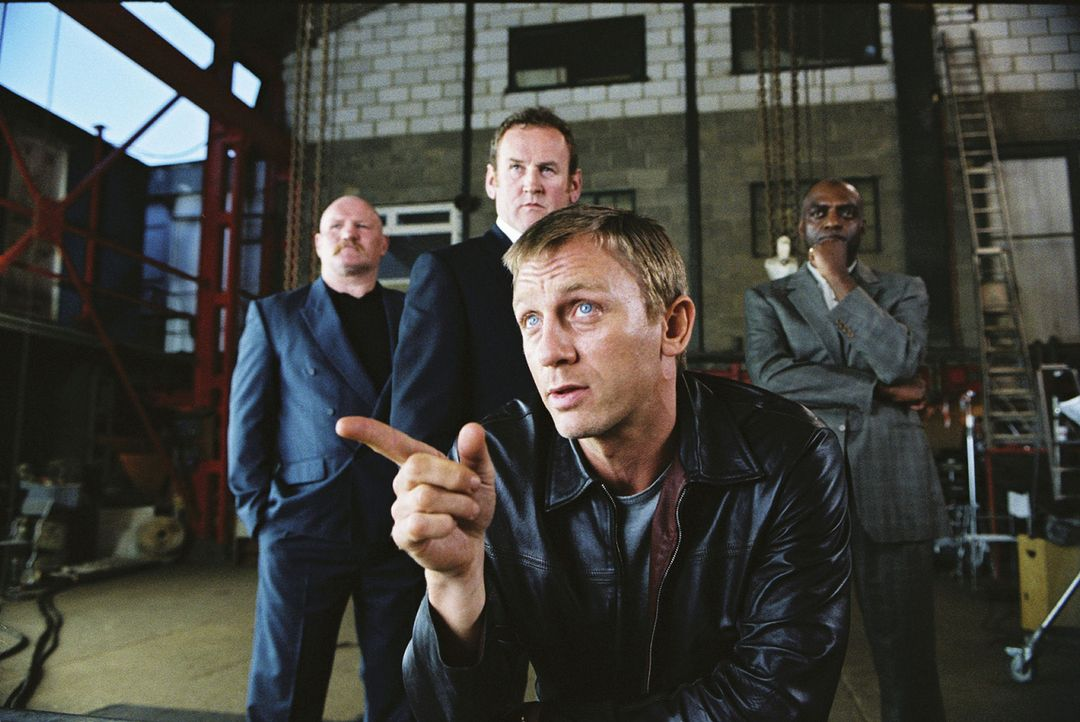 Mit 29 Jahren hat er (Daniel Craig, vorne) einen respektablen Platz in der britischen Drogenszene eingenommen und plant nun, aus diesem Geschäft au... - Bildquelle: 2004 Columbia Pictures Industries, Inc. All Rights Reserved.
