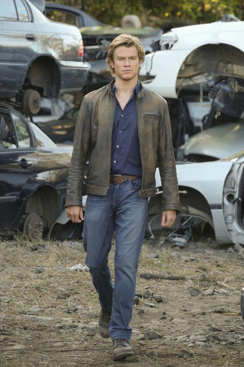 Auf der Suche nach dem Auftragskiller mit dem Codenamen S-218 macht MacGyver (Lucas Till) eine schreckliche Entdeckung. Er ist selbst das Opfer. Wer... - Bildquelle: 2016 CBS Broadcasting, Inc. All Rights Reserved