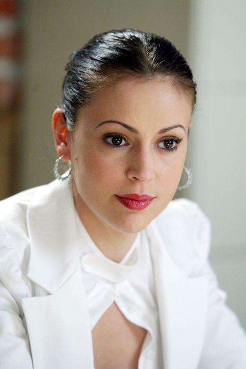 Phoebe (Alyssa Milano) hat ein Problem bei sich in der Arbeit: Sie leidet unter akuter Gehörlosigkeit, bekommt nicht mit was ihre Kollegen sagen, ge... - Bildquelle: Paramount Pictures
