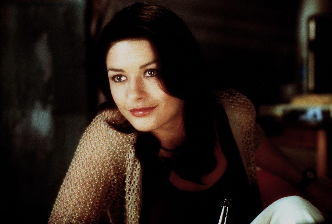 Weil die Detektivin Gin Baker (Catherine Zeta-Jones) bei dem sagenhaften Meisterdieb Mac als Undercover-Agentin ermittelt, muss sie nun auch an sein... - Bildquelle: 20th Century Fox.