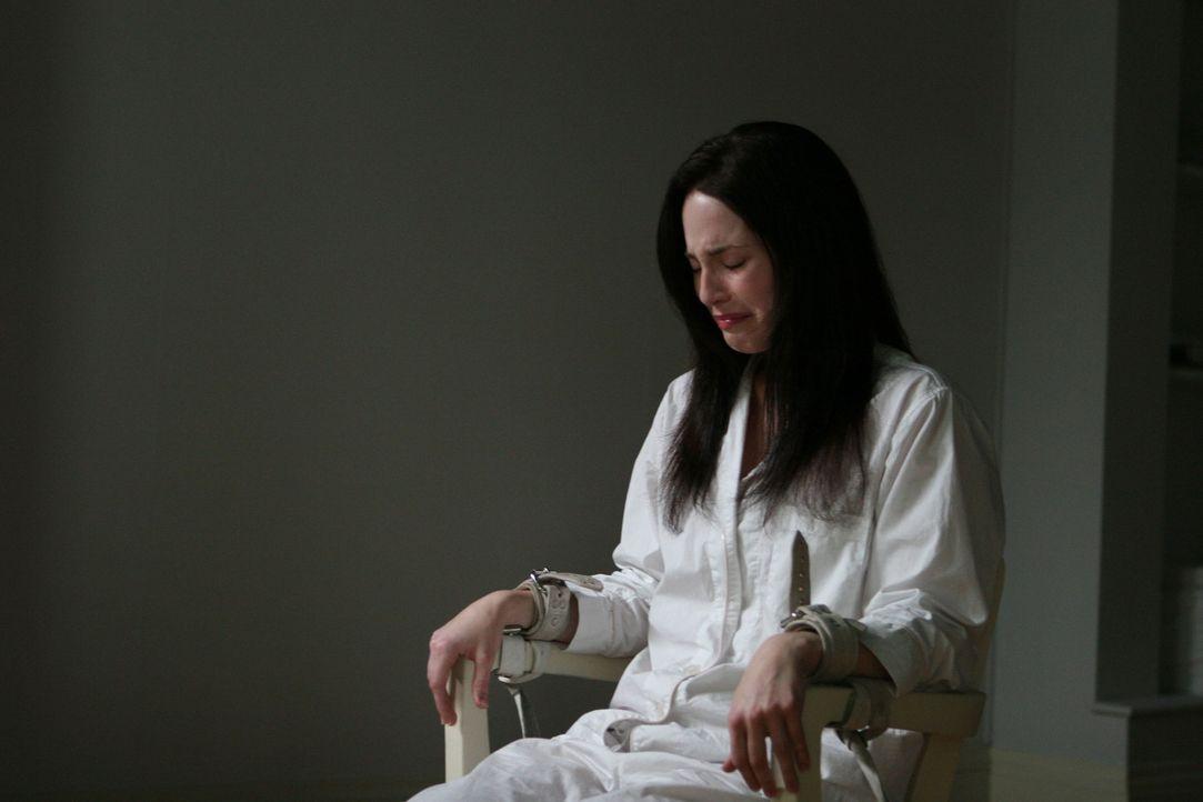 Als Courtney (Charlotte Sullivan) versucht, aus Rockwell Falls zu fliehen, wird sie einer gnadenlosen Gehirnwäsche unterzogen. Kann sie Steve sie no... - Bildquelle: Sony 2007 CPT Holdings, Inc.  All Rights Reserved