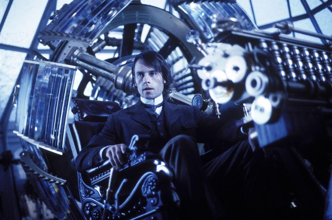Nach einem schweren Schicksalsschlag, will der Wissenschaftler und Erfinder Alexander Hartdegen (Guy Pearce) in die Vergangenheit reisen, um diese z... - Bildquelle: Warner Bros. Pictures