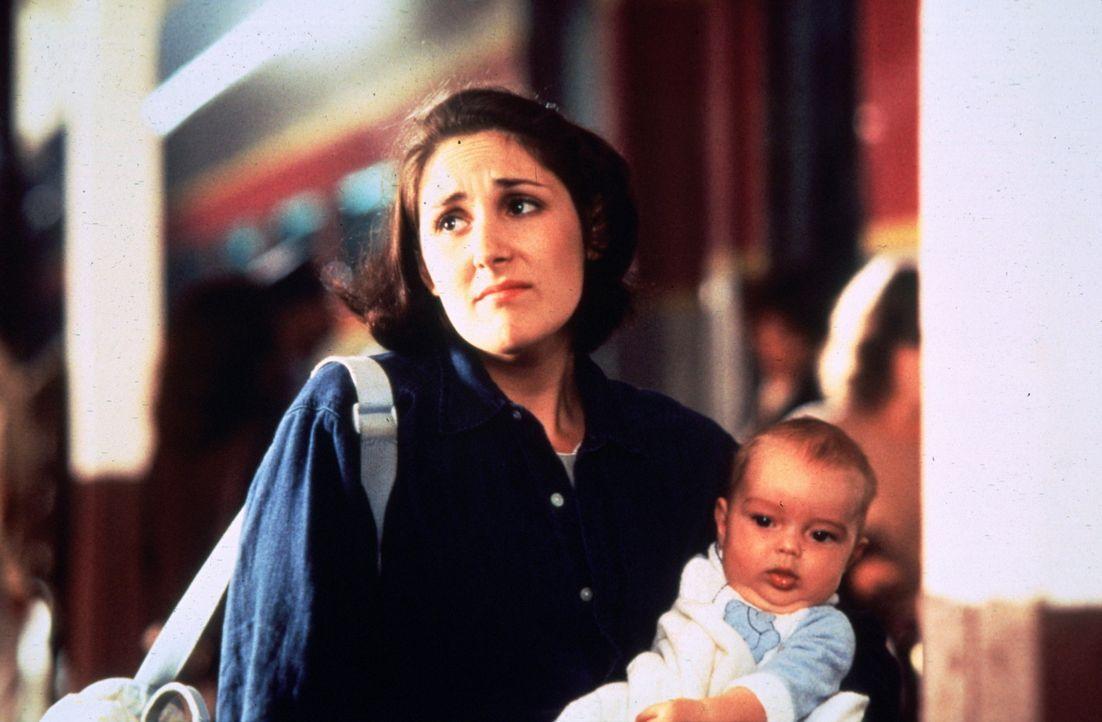 """Connie (Ricki Lake) ist ratlos. Als """"Mrs. Patricia Winterbourne"""" hätten sie und ihr Baby keine Zukunftssorgen mehr. Aber Connie will die nette Fami... - Bildquelle: Sony Pictures Television International"""