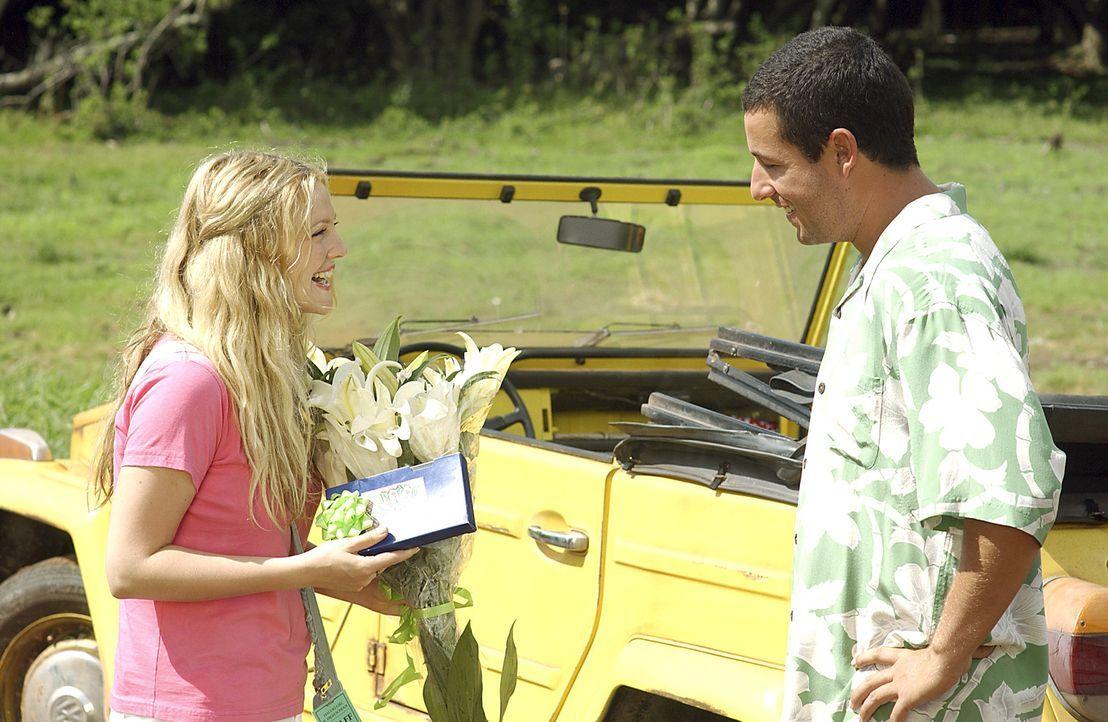 Für Henry (Adam Sandler, r.) ist es Liebe auf den ersten Blick und er will alles tun, damit Lucy (Drew Barrymore, l.) sich ebenfalls in ihn verliebt... - Bildquelle: Sony Pictures Television International. All Rights Reserved.