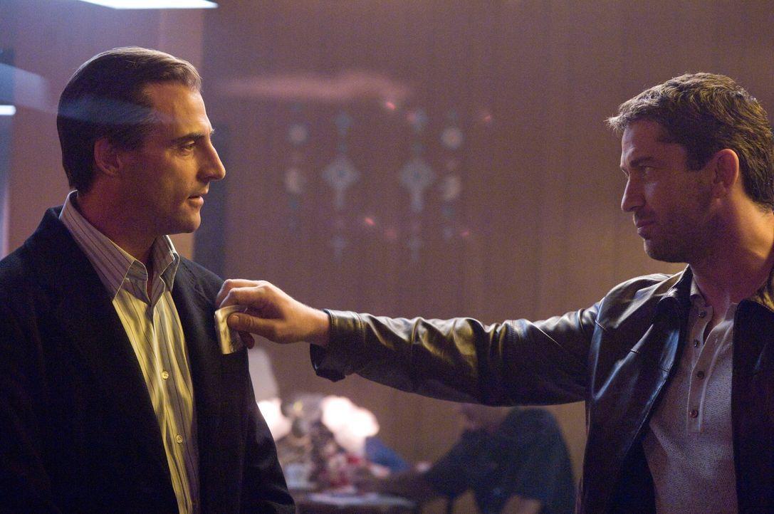 """Auch der Anführer der Untergrund-Bande """"Wild Bunch"""" (Gerald Butler, r.) kommt weder an Gangster Lenny noch an seiner rechten Hand Archy (Mark Strong... - Bildquelle: Warner Bros."""