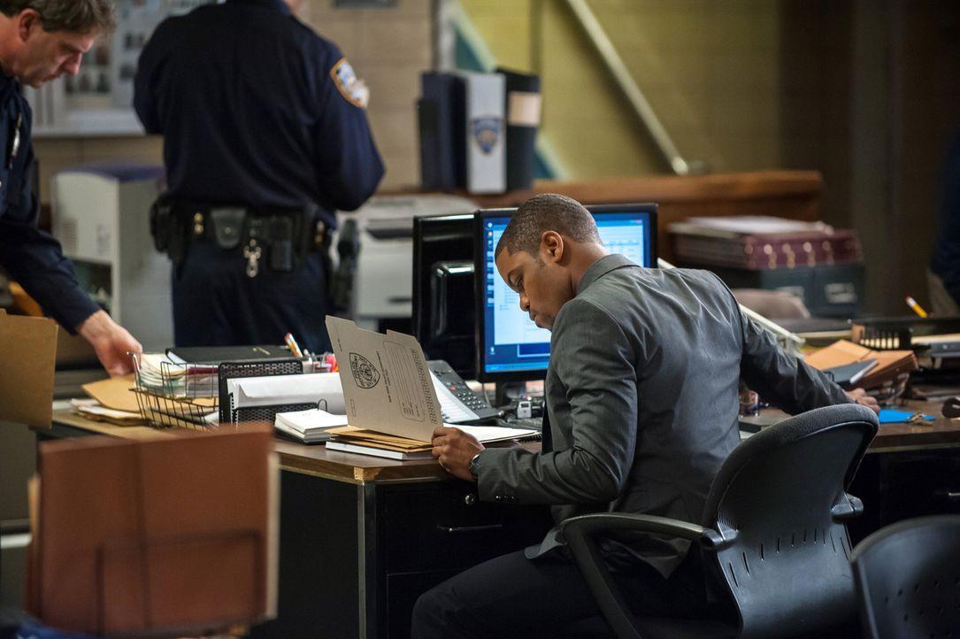 Bei den Ermittlungen: Bell (Jon Michael Hill) ... - Bildquelle: CBS Television
