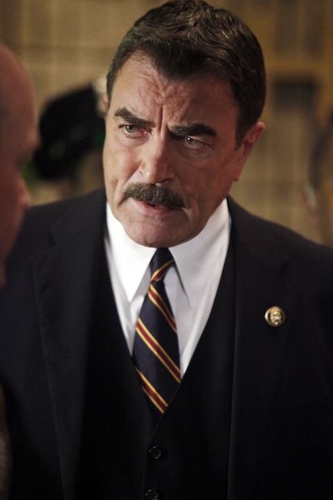 Auch wenn er seinem Sohn gern aus der Klemme helfen würde, Frank Reagan (Tom Selleck) sind die Hände gebunden, weil er sich nicht dem Verdacht der V... - Bildquelle: 2011 CBS Broadcasting Inc. All Rights Reserved