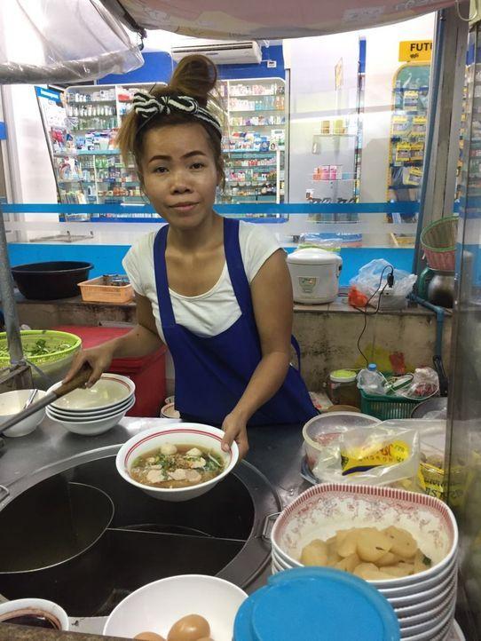 Andere Länder, anderes Streetfood! Was essen die Menschen in Thailand, wenn sie sich nur schnell etwas am Straßenrand kaufen? - Bildquelle: kabel eins