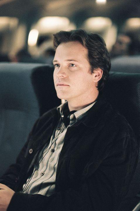 Der Flugsicherheitsbegleiter Gene Carson (Peter Sarsgaard) bietet Kyle seine Hilfe an - und lenkt damit den Verdacht von sich ... - Bildquelle: Touchstone Pictures.  All rights reserved