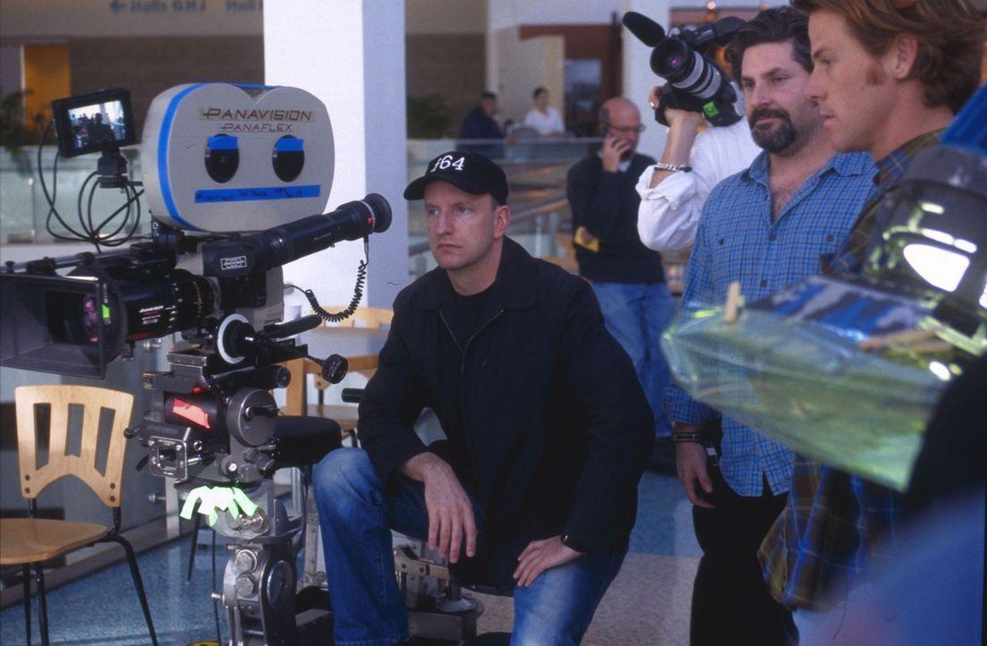Regisseur Steven Soderbergh (l.) gibt letzte Regieanweisungen - Bildquelle: Miramax