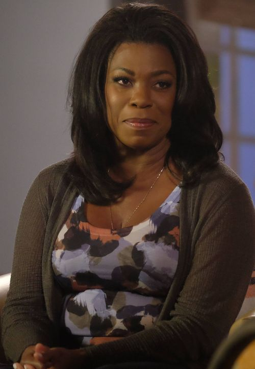 Während Donna ( Lorraine Toussaint) nach wie vor von der Unschuld eines Serienkillers überzeugt ist, begibt sich ihre Tochter in die Haftanstalt, in... - Bildquelle: 2016-2017 Fox and its related entities. All rights reserved.