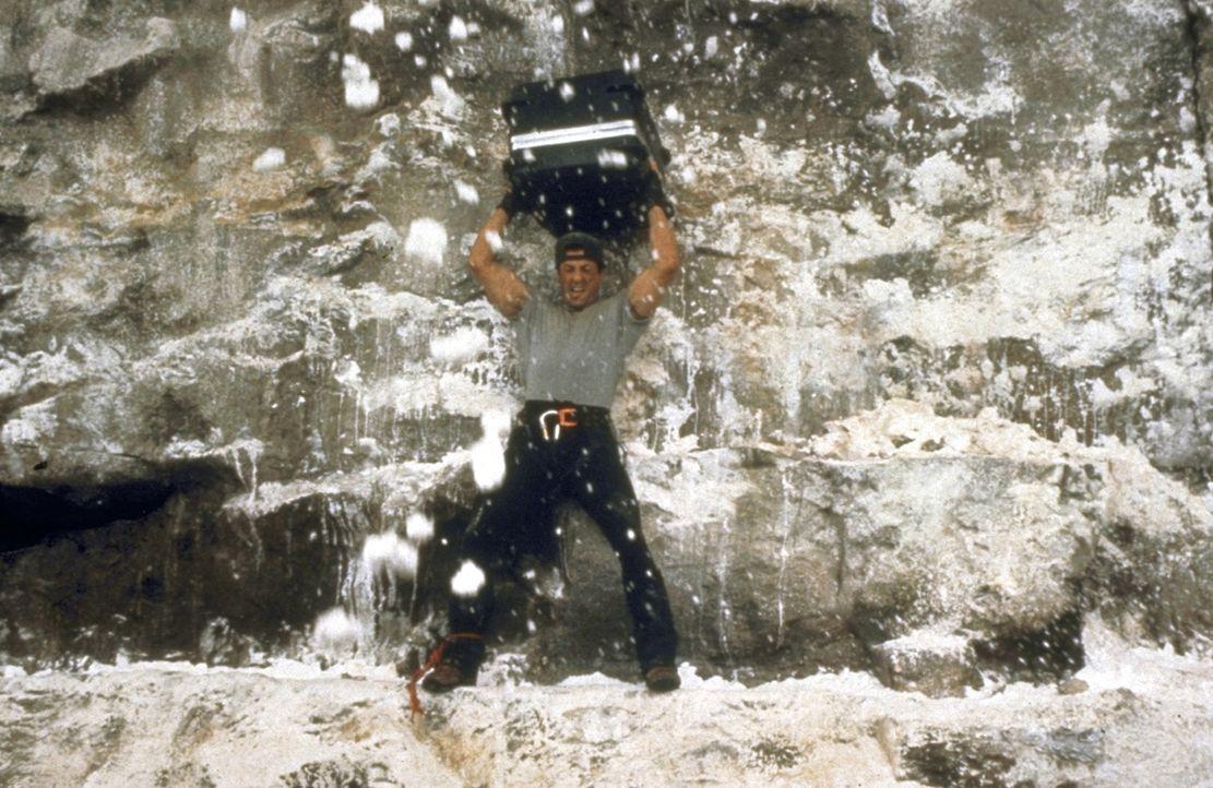 Gabe (Sylvester Stallone) hat die Koffer mit den 100 Millionen Dollar gefunden ... - Bildquelle: 1993 Cliffhanger B.V. All Rights Reserved.