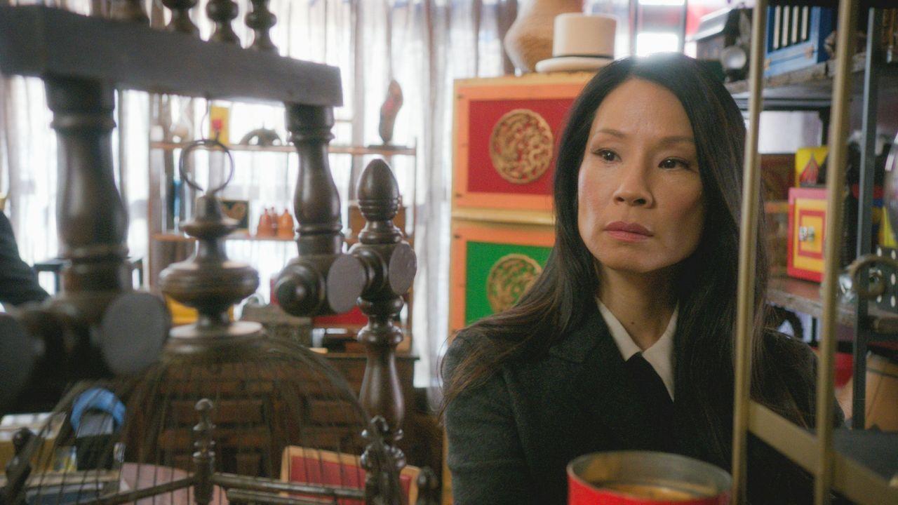 Nicht nur der aktuelle Fall bringt Chaos mit sich. Zusätzlich wird Watson (Lucy Liu) immer mehr davon überzeugt, dass Bell durch seine Freundin in S... - Bildquelle: 2017 CBS Broadcasting, Inc. All Rights Reserved.