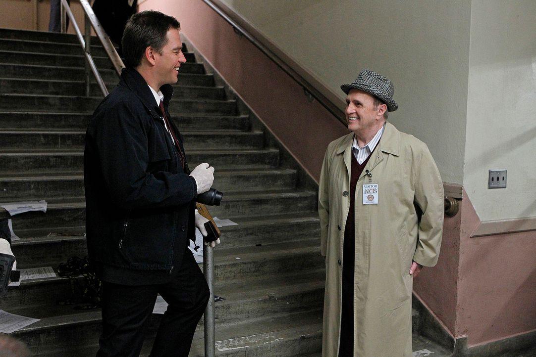 Während DiNozzo (Michael Weatherly, l.) und das restliche Team den Fall von Petty Officer Simon Craig untersuchen, bekommt Ducky Besuch von seinem V... - Bildquelle: CBS Television