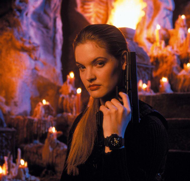 Die furchtlose Sonya Blade (Bridgette Wilson) unternimmt alles, um den finsteren Shang Tsung zu stoppen, der die Erde in einen Ort des Grauens verwa...