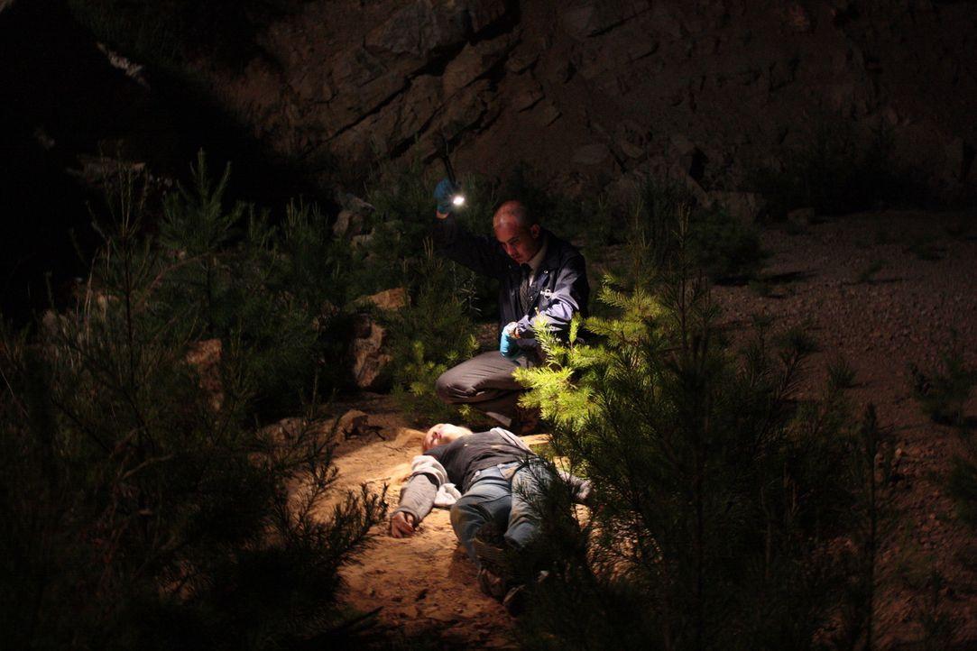 Wer hat die 16-Jährige auf dem Gewissen, die an einer einsamen Straße in den Bergen zurückgelassen wurde? - Bildquelle: Jupiter Entertainment
