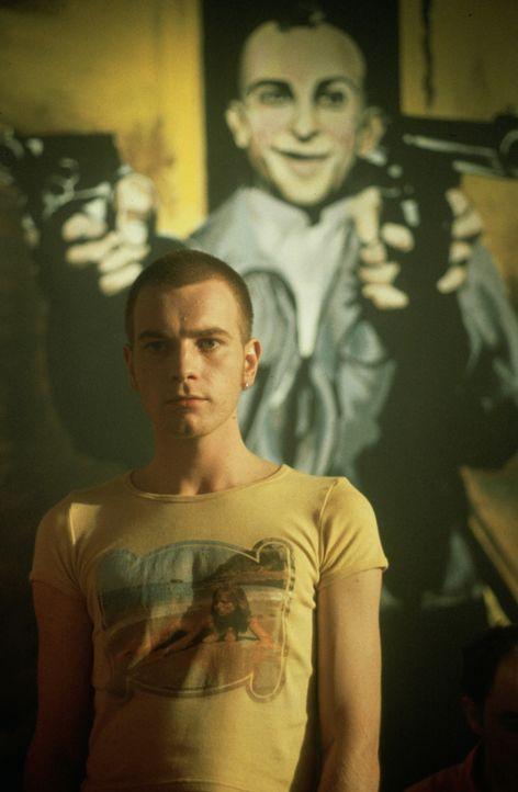 Mark Renton (Ewan McGregor) und die meisten seiner Kumpel sind heroinsüchtig. Nachdem er es geschafft hat, von der Sucht loszukommen, versucht er si... - Bildquelle: Universal Pictures
