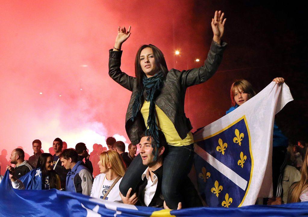Fussball-Fans-Bosnien-Herzegowina-131015-dpa - Bildquelle: dpa