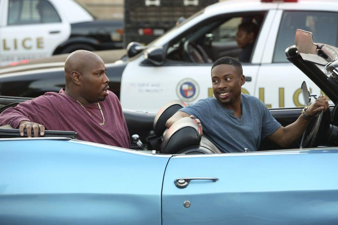 Gerald (Page Kennedy, l.) wird verhaftet, da er eine teure Uhr am Armgelenk trägt, die während eines Raubes mit Todesfolge gestohlen wurde. Carter (... - Bildquelle: Warner Brothers