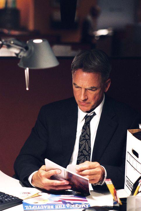 Gibbs (Mark Harmon) arbeitet an einem Fall, den er sehr persönlich nimmt, da der ermordete Agent Pacci ein Freund von ihm war ... - Bildquelle: CBS Television