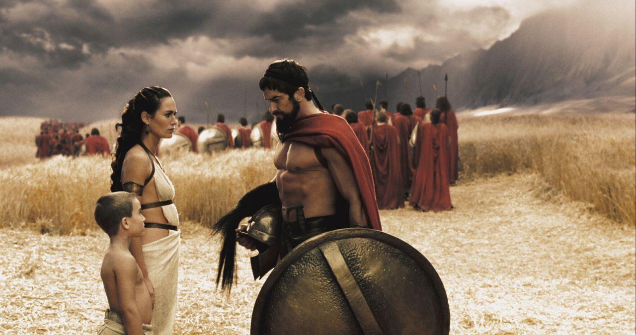 Leonidas (Gerard Butler, r.) wurde nach der Tradition der Spartaner in den härtesten Kampf- und Belastungsproben erzogen. Seit seinem siebten Lebens... - Bildquelle: TM & © Warner Bros. Entertainment Inc.