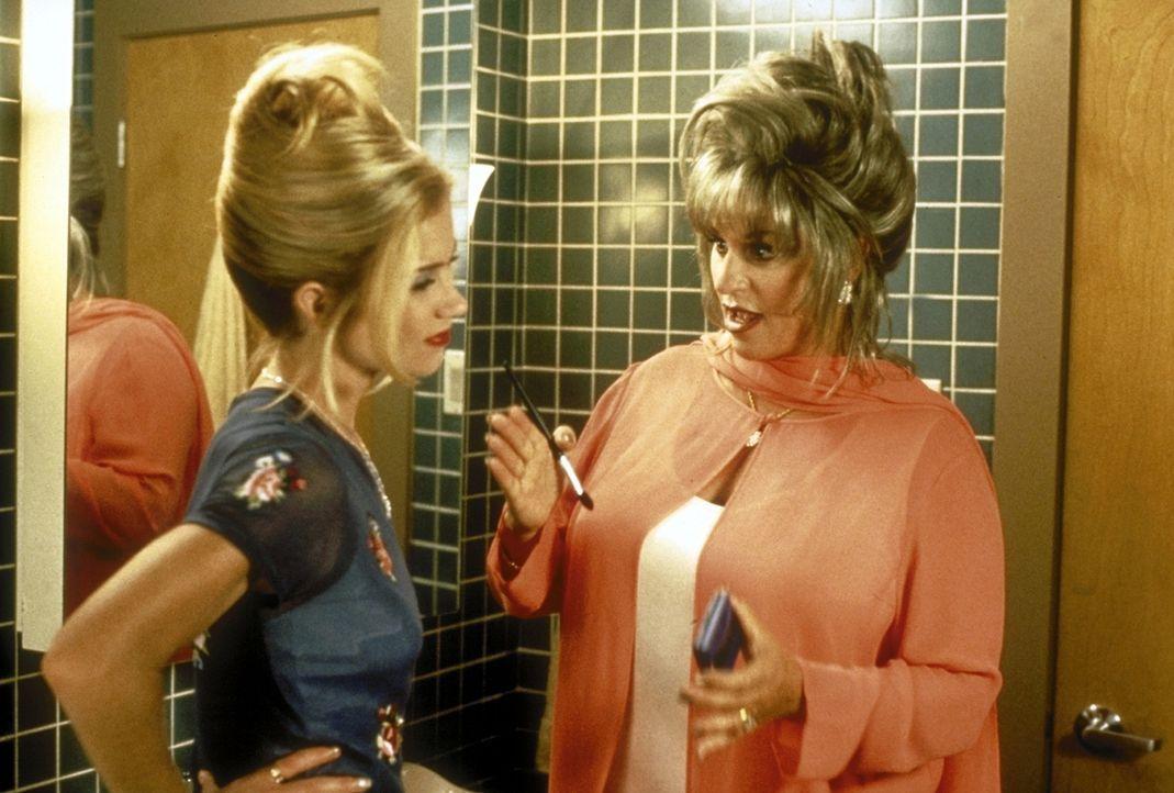 Der Apfel fällt nicht weit vom Stamm: Pam (Christina Applegate, l.) und Jeanne (Lainie Kazan, r.) ... - Bildquelle: Columbia Pictures