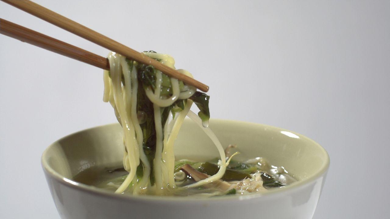 Der Fastfood-Trend des Jahres: Wer etwas Warmes, Leckeres und Sättigendes braucht, greift 2018 zur: Suppe! Ja genau, was bis vor Kurzem noch ein ver... - Bildquelle: kabel eins