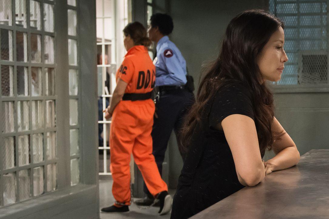 Kann die Kriminelle Elana March wirklich etwas mit dem Tod von Watsons (Lucy Liu, r.) Freund Andrew zu tun haben? - Bildquelle: CBS Television